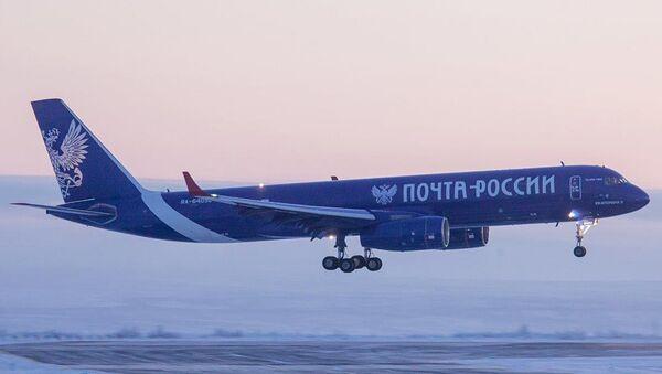 Магистральный грузовой самолет ТУ-204С Почты России. Архивное фото