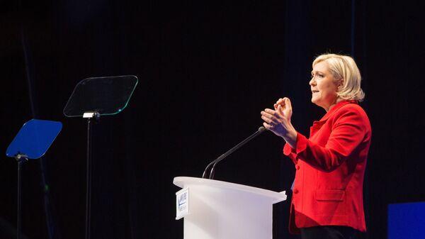 Лидер политической партии Франции Национальное объединение Марин Ле Пен