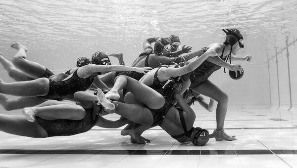 Работа фотографа из Колумбии Camilo Diaz Submergedfield для 2017 Sony World Photography Awards
