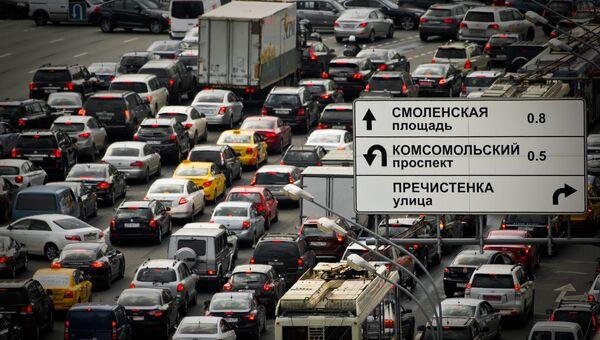 Автомобильная пробка в Москве. Архивное фото