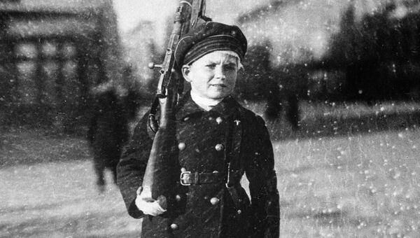 Юный защитник Петрограда