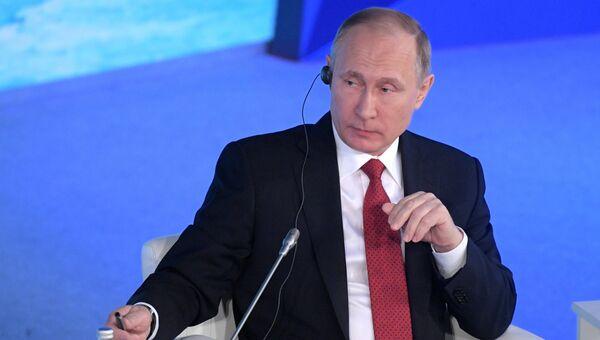 Президент РФ Владимир Путин на форуме Арктика - территория диалога в Архангельске. 30 марта 2017