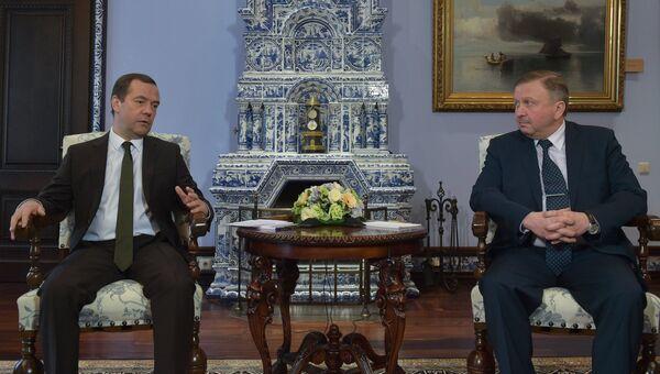 Председатель правительства РФ Дмитрий Медведев и премьер-министр Белоруссии Андрей Кобяков во время встречи. 30 марта 2017