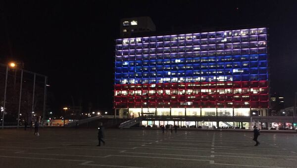 Мэрия Тель-Авива в цветах российского флага в знак солидарности с Петербургом
