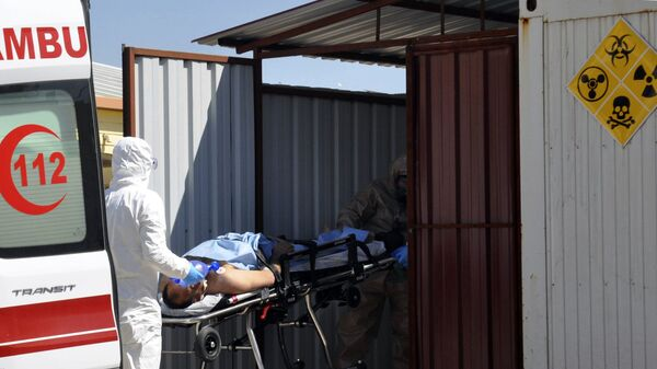 Эвакуация пострадавших в сирийском Идлибе. 4 апреля 2017