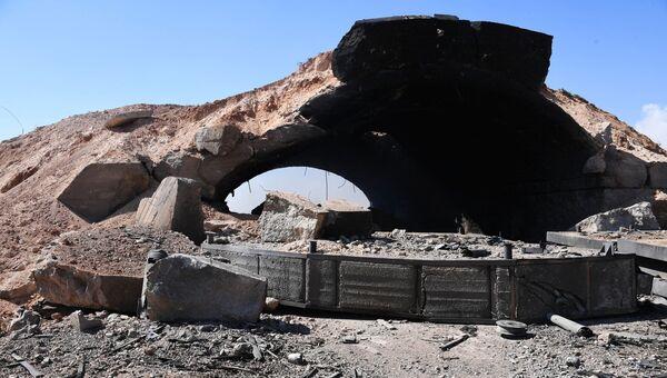 Последствия ракетного удара в Сирии. Архивное фото