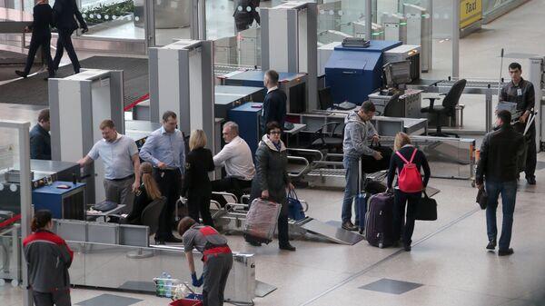 Зона досмотра пассажиров в аэропорту Домодедово