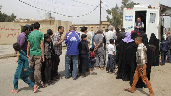 Жители освобожденного правительственной армией района в Мосуле. Архивное фото