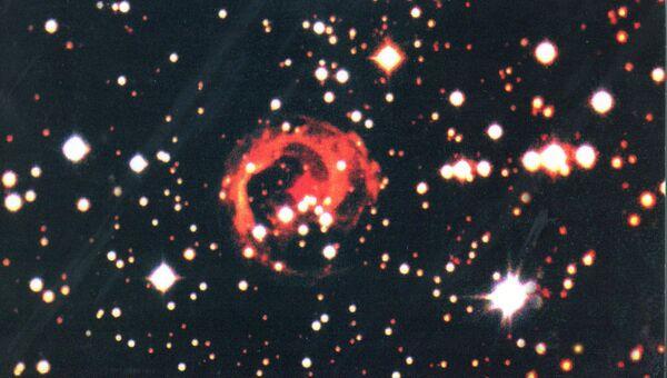 Останки необычной красной новой звезды V838 Единорога, взорвавшейся в 2002 году