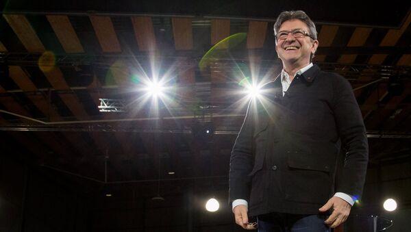 Кандидат в президенты Франции, лидер движения Непокорная Франция Жан-Люк Меланшон выступает на предвыборном митинге в Лилле