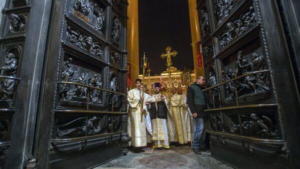 Празднование Пасхи в Исаакиевском соборе в Санкт-Петербурге