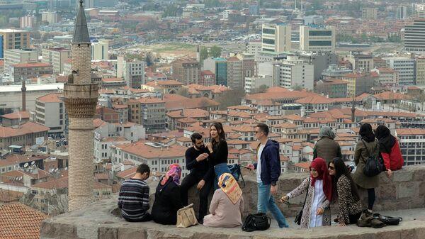 Туристы на смотровой площадке в Анкаре
