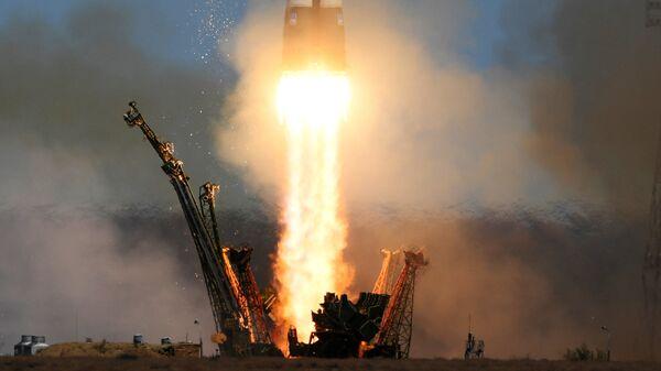 Пуск ракеты-носителя Союз-ФГ с транспортным пилотируемым кораблем Союз МС-04 с космодрома Байконур. 20 апреля 2017