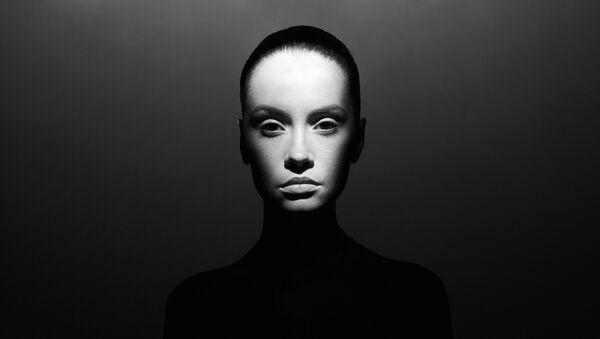 Работа фотографа Георгия Майера из серии Свет, тени. Совершенная женщина