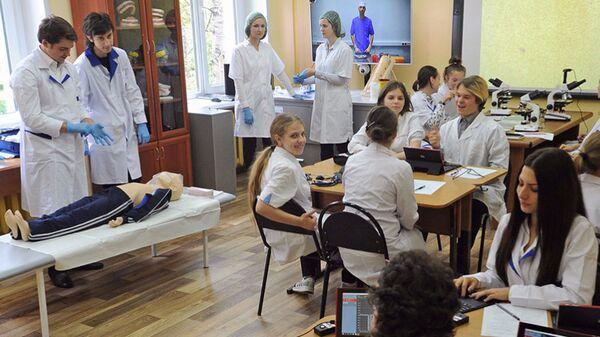 Школьников познакомят с профессией врача