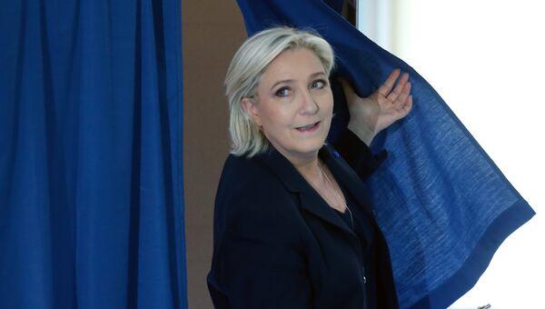 Марин Ле Пен голосует на выборах президента