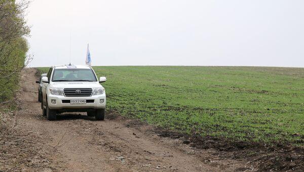 На месте подрыва автомобиля наблюдателей ОБСЕ близ села Пришиб в ЛНР