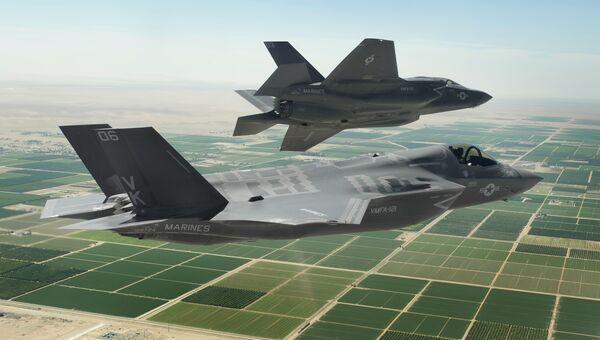 Американские истребители-бомбардировщики пятого поколения F-35 Lightning II. Архивное фото