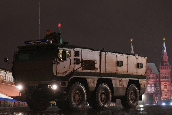 Бронеавтомобили Тайфун-К на репетиции парада Победы на Красной площади