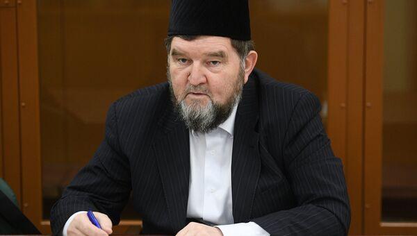 Настоятель московской мечети Ярдям шейх Махмуд Велитов, обвиняемый в публичном оправдании терроризма, во время оглашения приговора в Московском окружном военном суде. Архивное фото
