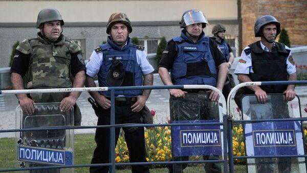 Полицейские охраняют здание парламента Македонии в Скопье. Архивное фото