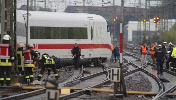 Сошедший с рельсов поезд в Дортмунде, Германия. 1 мая 2017