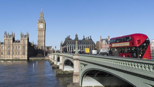 Вестминстерский мост через реку Темза в Лондоне. Архивное фото.