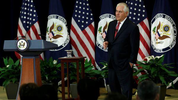Государственный секретарь США Рекс Тиллерсон во время выступления в Государственном департаменте США в Вашингтоне. 3 мая 2017