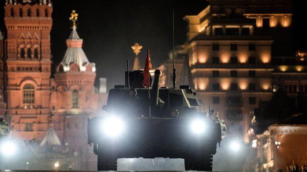 Танк Т-14 Армата на репетиции военного парада на Красной площади в Москве. 2017 год