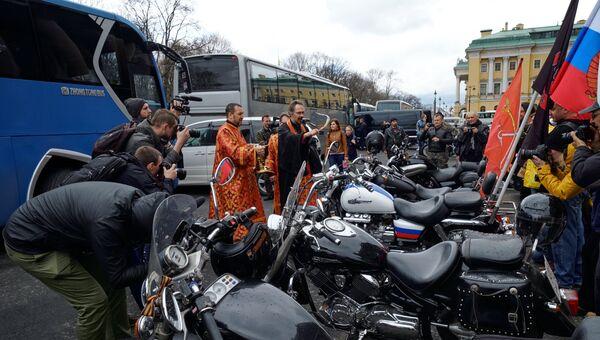 Ночные Волки освятили мотоциклы возле Исаакиевского собора в Санкт-Петербурге