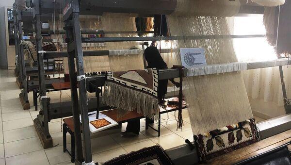Комната, где ткут ковры. Лагерь для беженцев в Килисе