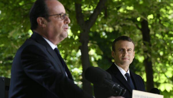 Франсуа Олланд и Эммануэль Макрон на мероприятии, посвященном отмене рабства. 10 мая 2017