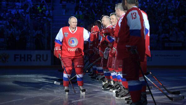 Президент РФ Владимир Путин перед началом гала-матча VI Всероссийского фестиваля Ночной хоккейной лиги в ледовом дворце Большой Олимпийского парка Сочи