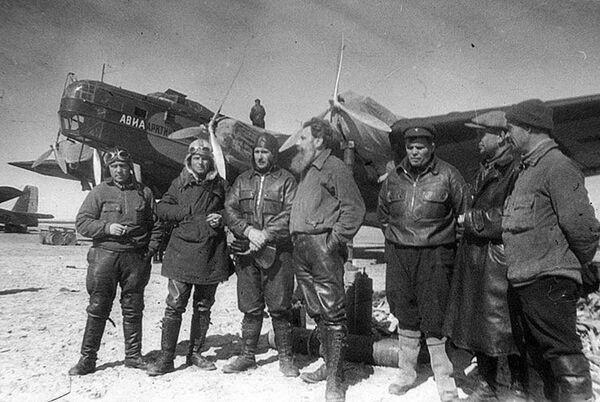 Руководитель и пилоты самолетов экспедиции Северный Полюс-1