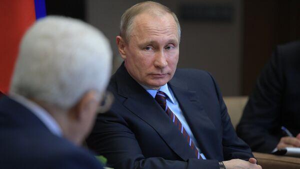 Президент РФ Владимир Путин во время встречи с президентом государства Палестина Махмудом Аббасом. 11 мая 2017