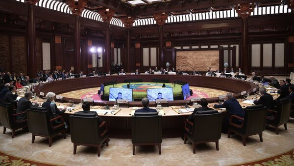 Президент РФ Владимир Путин принимает участие в первом заседании круглого стола Международного форума Один пояс, один путь в конгресс-центре Яньциху. 15 мая 2017