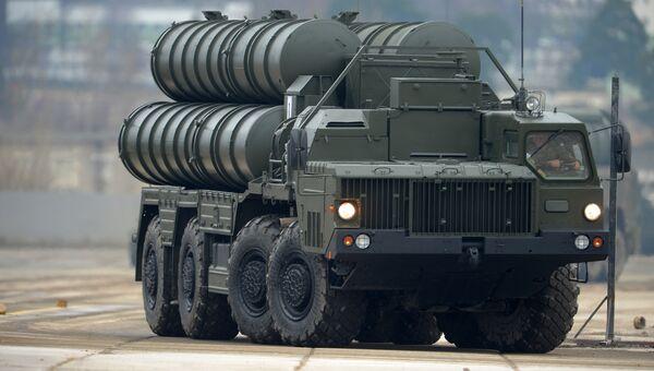 Зенитный ракетный комплекс С-400. Архивное фото
