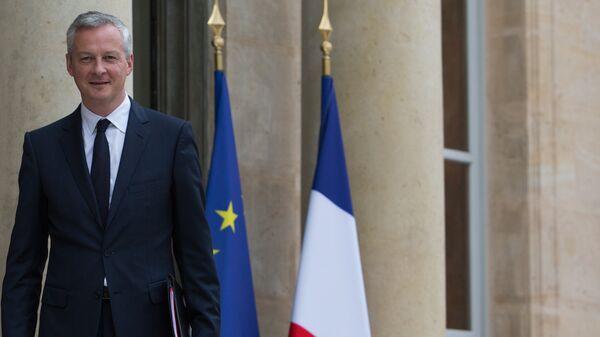 Министр экономики Франции Бруно Ле Мэр перед первым заседанием нового кабинета министров Франции. 18 мая 2017