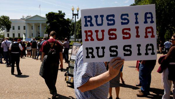 Акция протеста против отставки Джеймса Коми в Вашингтоне