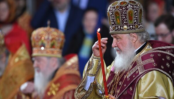 Патриарх Московский и всея Руси Кирилл во время встречи в храме Христа Спасителя ковчега с мощами святителя Николая Чудотворца.