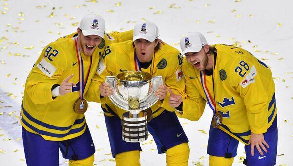Хоккеисты сборной Швеции празднуют чемпионство, 22 мая
