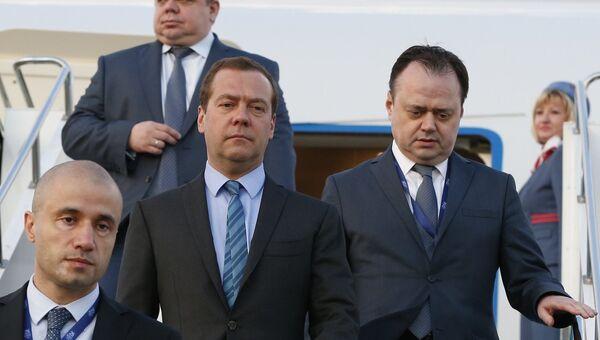 Премьер-министр РФ Дмитрий Медведев прибыл в Стамбул для участия в саммите ОЧЭС
