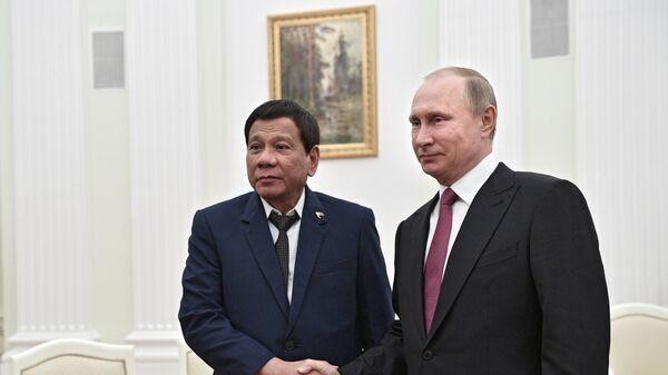 Президент Филиппин Родриго Дутерте и президент РФ Владимир Путин во время встречи