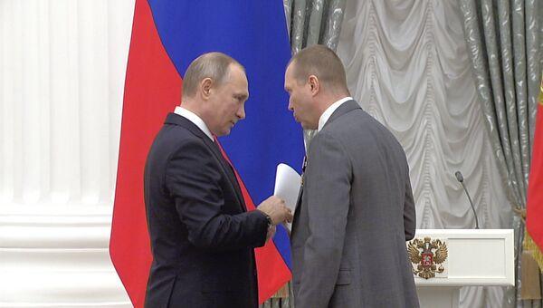 Миронов получил орден от Путина и передал ему письмо в защиту коллеги