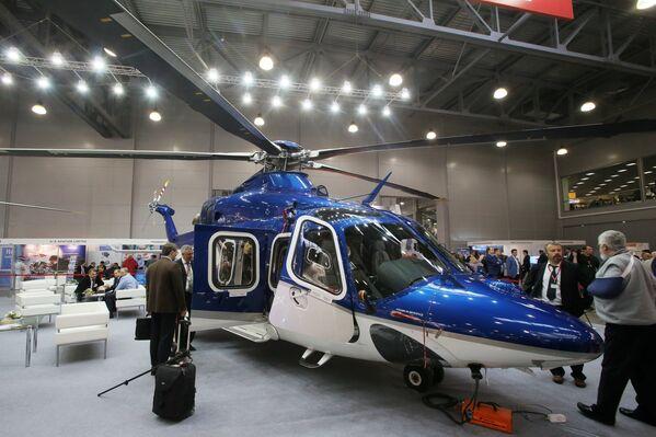 Двухмоторный многоцелевой вертолёт AgustaWestland AW139 на X международной выставке вертолетной индустрии HeliRussia в Международном выставочном центре Крокус Экспо в Москве