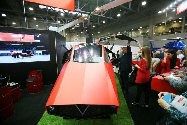 Гибрид автомобиля и вертолёта с роторным двигателем глубокой конверсии Ventocopter R1 на X международной выставке вертолетной индустрии HeliRussia в Международном выставочном центре Крокус Экспо в Москве
