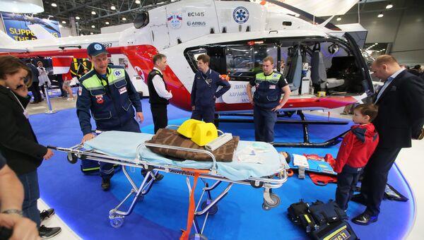 Многоцелевой вертолёт Департамента здравоохранения Москвы Eurocopter EC 145 на X международной выставке вертолетной индустрии HeliRussia в Международном выставочном центре Крокус Экспо в Москве