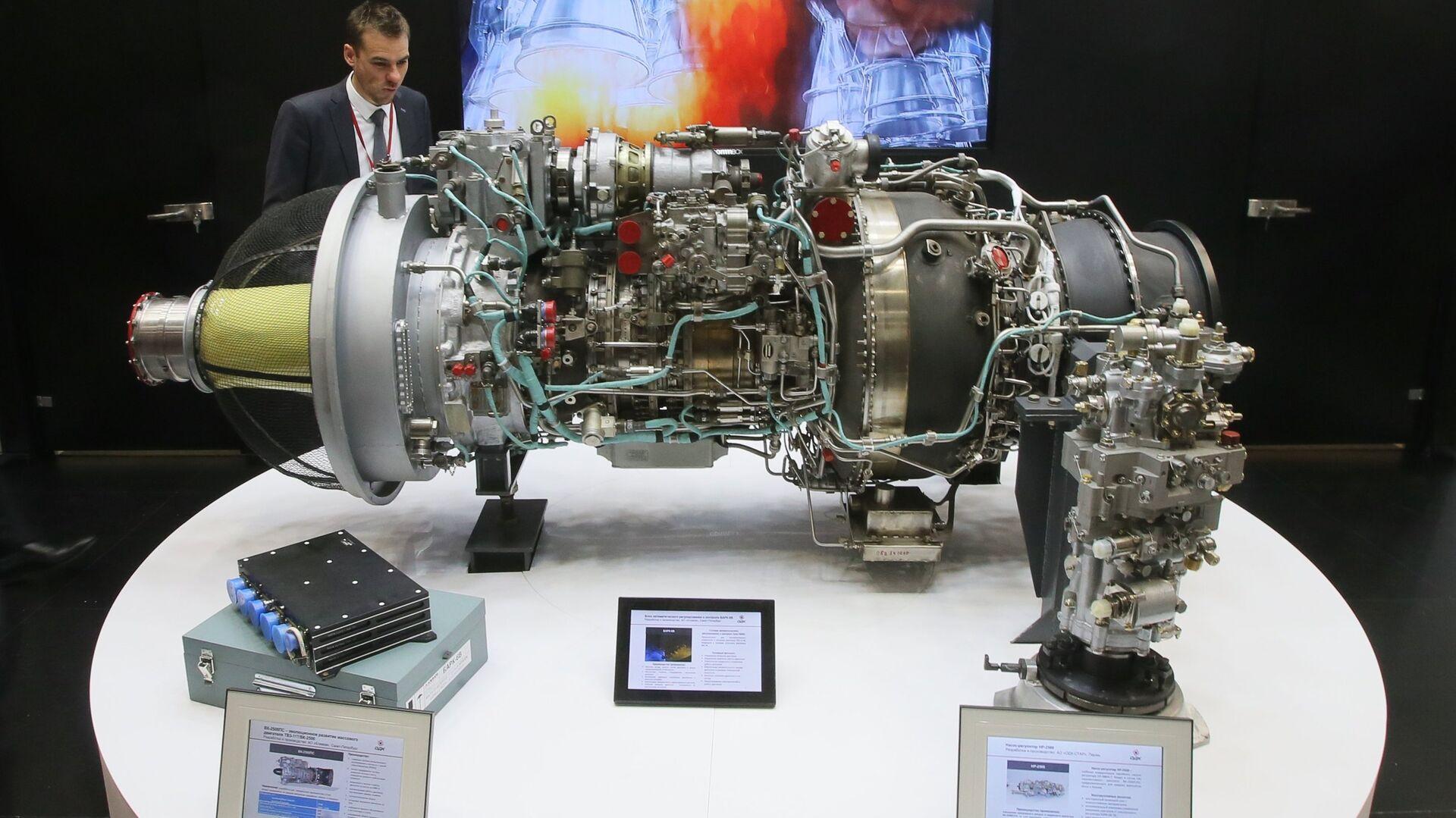 Двигатель ВК-2500ПС и блок автоматического регулирования и контроля БАРК-6В на выставке - РИА Новости, 1920, 20.04.2020