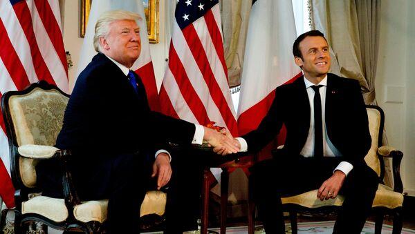 Президент США Дональд Трамп и президент Франции Эммануэль Макрон в Брюсселе, Бельгия. 25 мая 2017