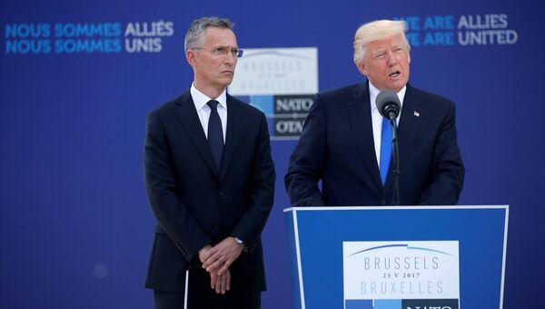 Президент США Дональд Трамп и генеральный секретарь НАТО Йенс Столтенберг на саммите НАТО в Брюсселе, Бельгия. 25 мая 2017